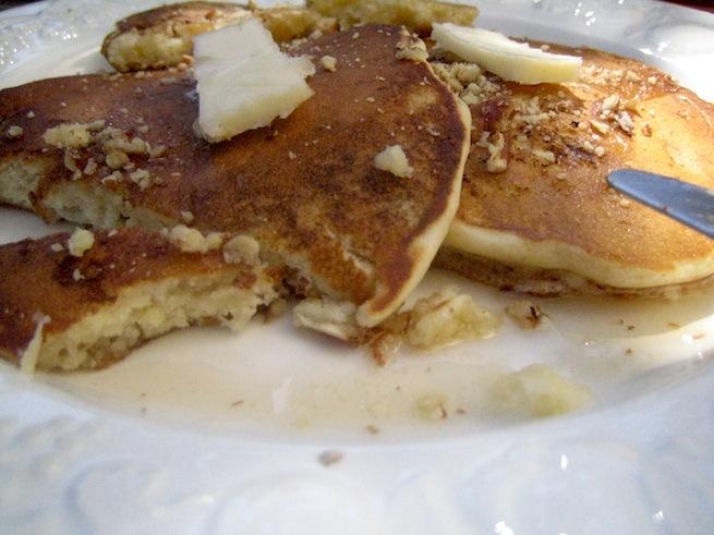 "<img alt=""banana pancakes with pecans""/>"