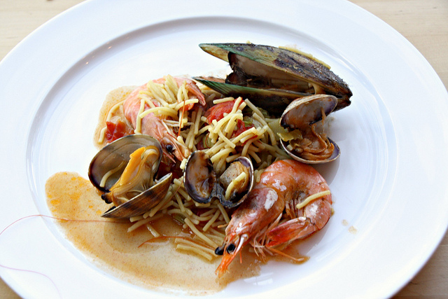 ... : Spanish Pasta with Clams, Mussels, and Shrimp - Sass & Veracity