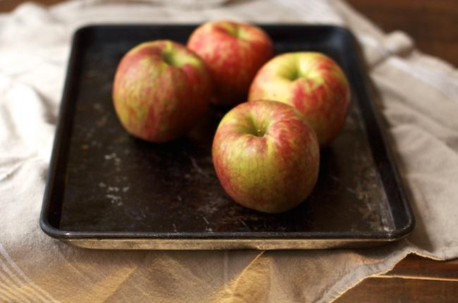 """<img alt=""""honeycrisp apples for dumplings""""/>"""