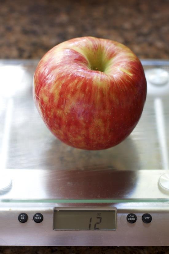 """<img alt=""""big honeycrisp apple""""/>"""
