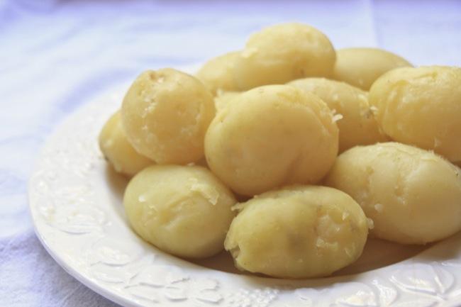 "<img alt=""boiled potatoes""/>"