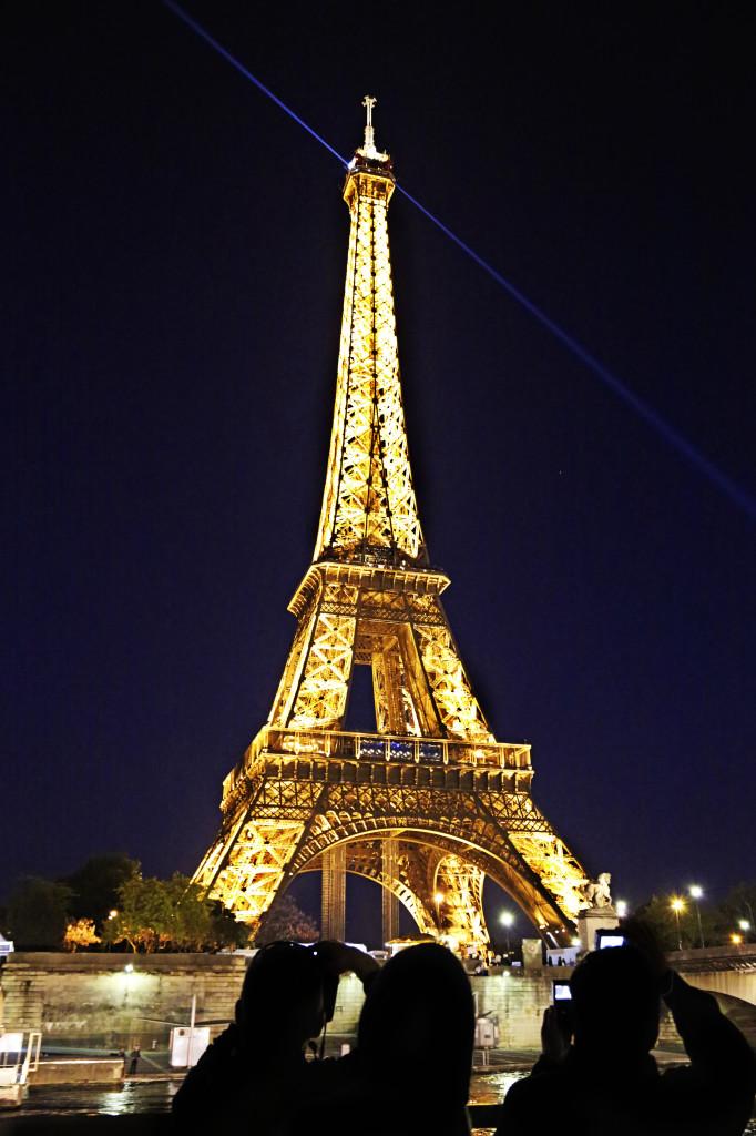 "<img alt=""Eiffel Tower at Night""/>"