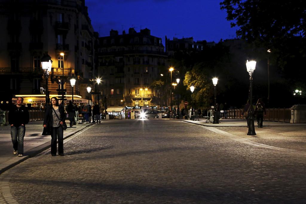 """<alt img=""""On the Pont au Double Paris""""/>"""