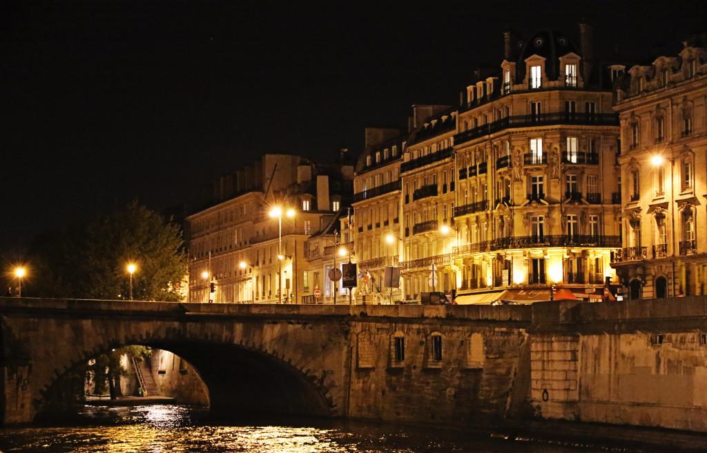 "<alt img=""Pont Royal Lights Paris""/>"