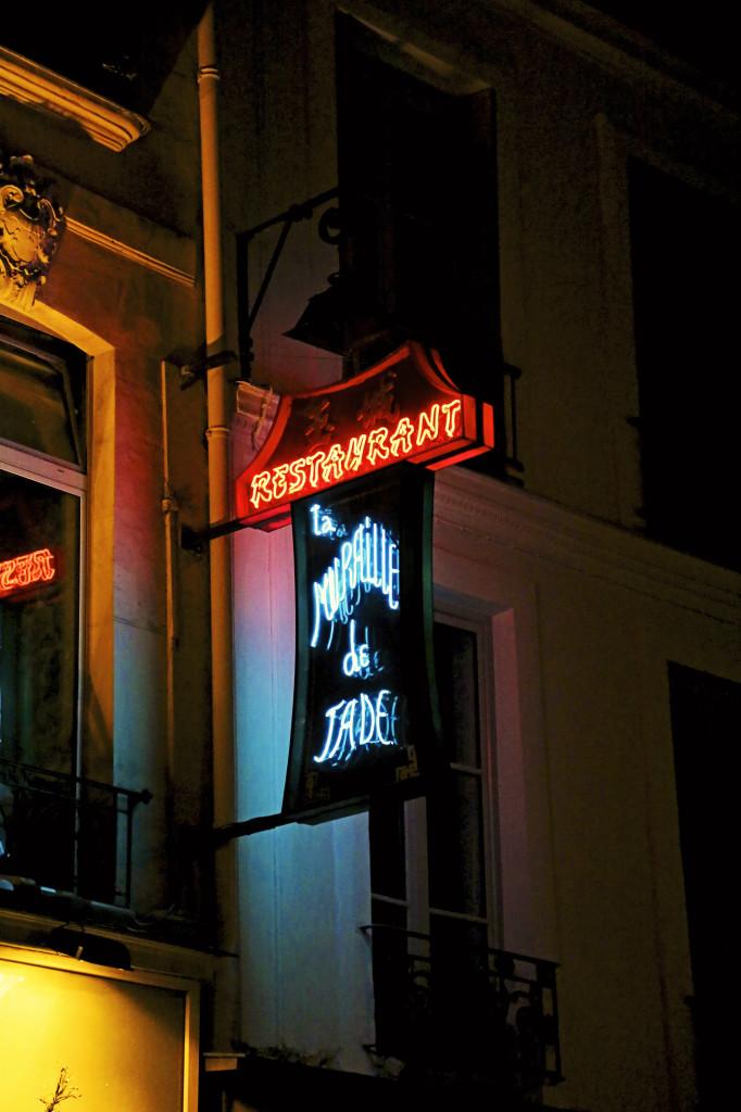 """<img alt=""""Paris Neon""""/>"""