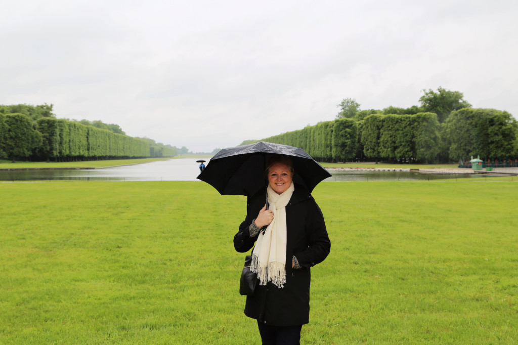 "<alt img=""Versailles on a Rainy May Day""/>"