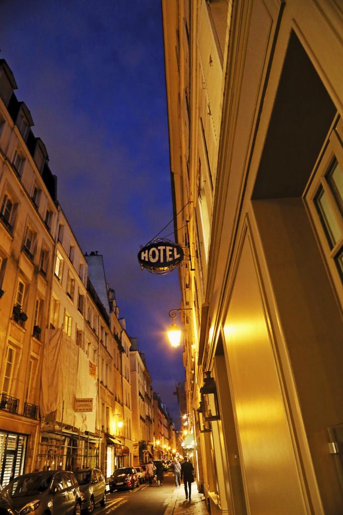 """""""alt img=""""Paris Hotel""""/>"""