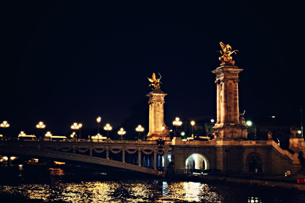 """<img alt=""""Paris Pont du Concorde at Night""""/>"""