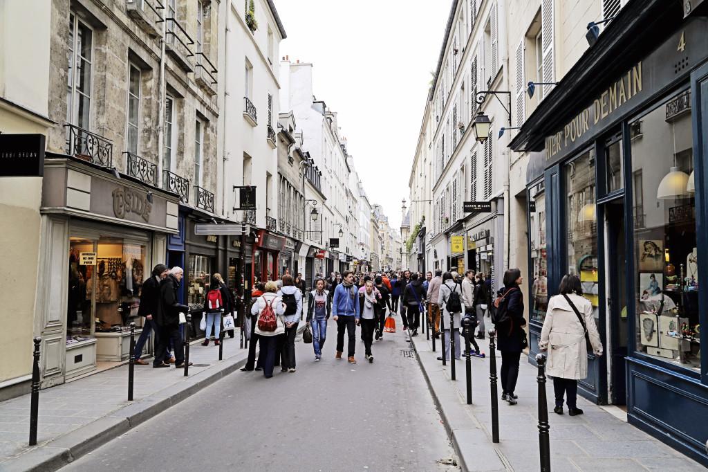 """<alt img=""""Rue Saint-Antoine Paris""""/>"""