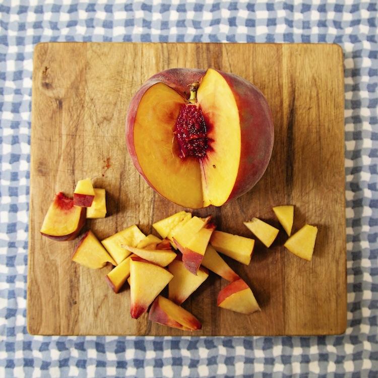 "<img alt=""Peaches""/>"