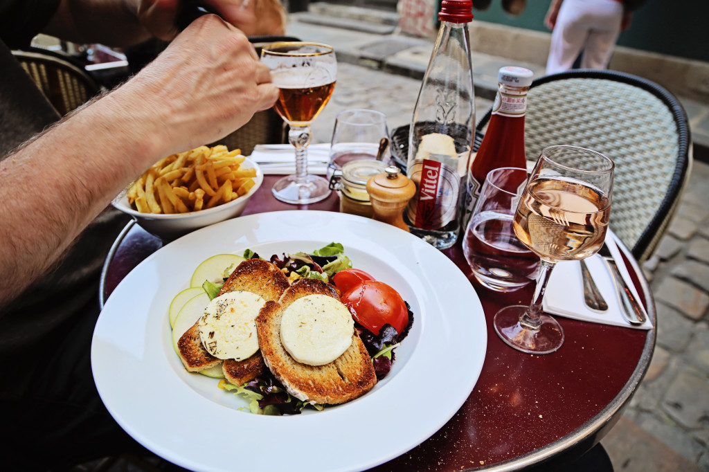"<alt img=""Late Lunch in Paris""/>"