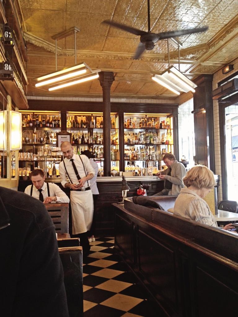 "<alt img=""Paris Waiters""/>"