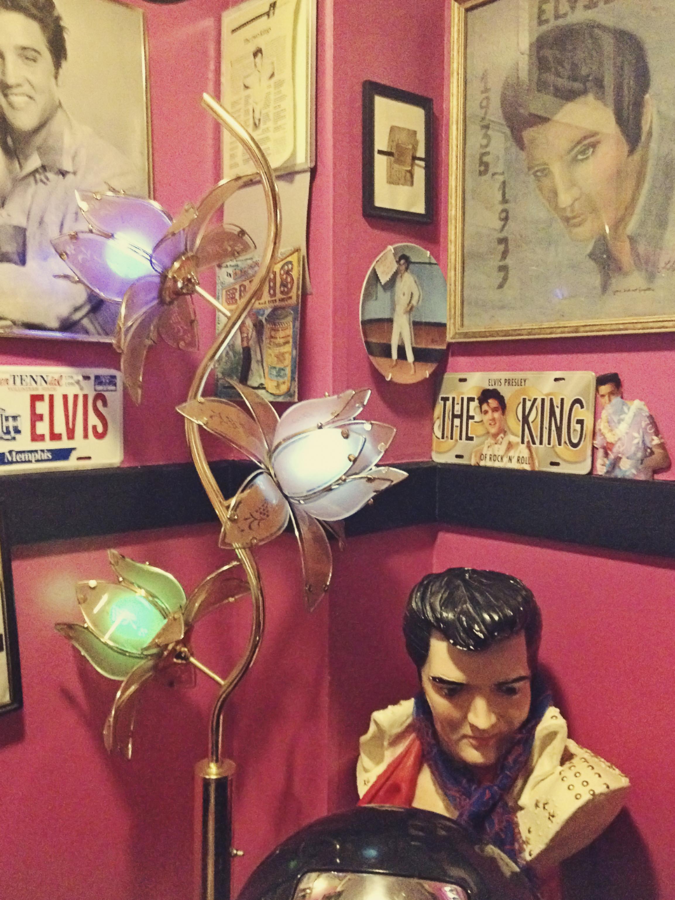 Elvis Restroom Cafe Miranda