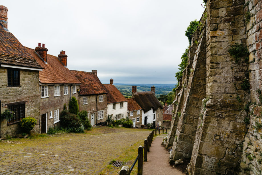 "<alt img=""Gold's Hill Shaftesbury""/>"