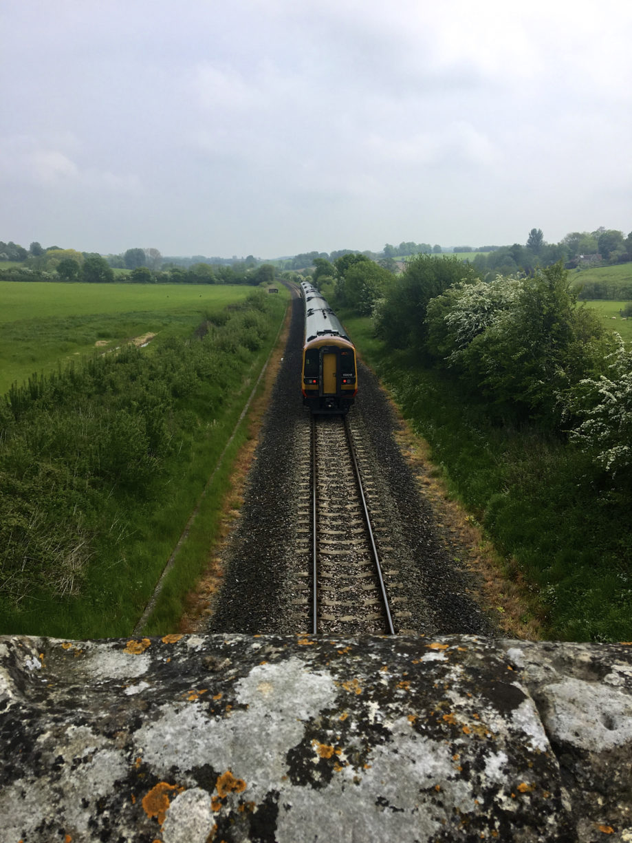 "<alt img=""train in wiltshire ""/>"
