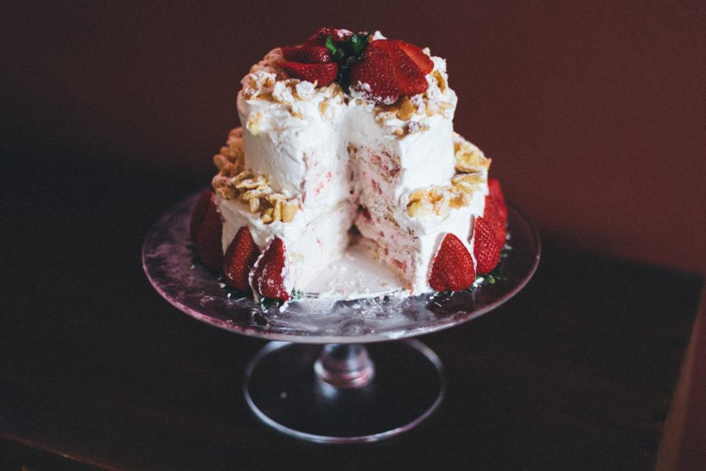 """<alt img=""""Strawberry Choux Cake""""/>"""