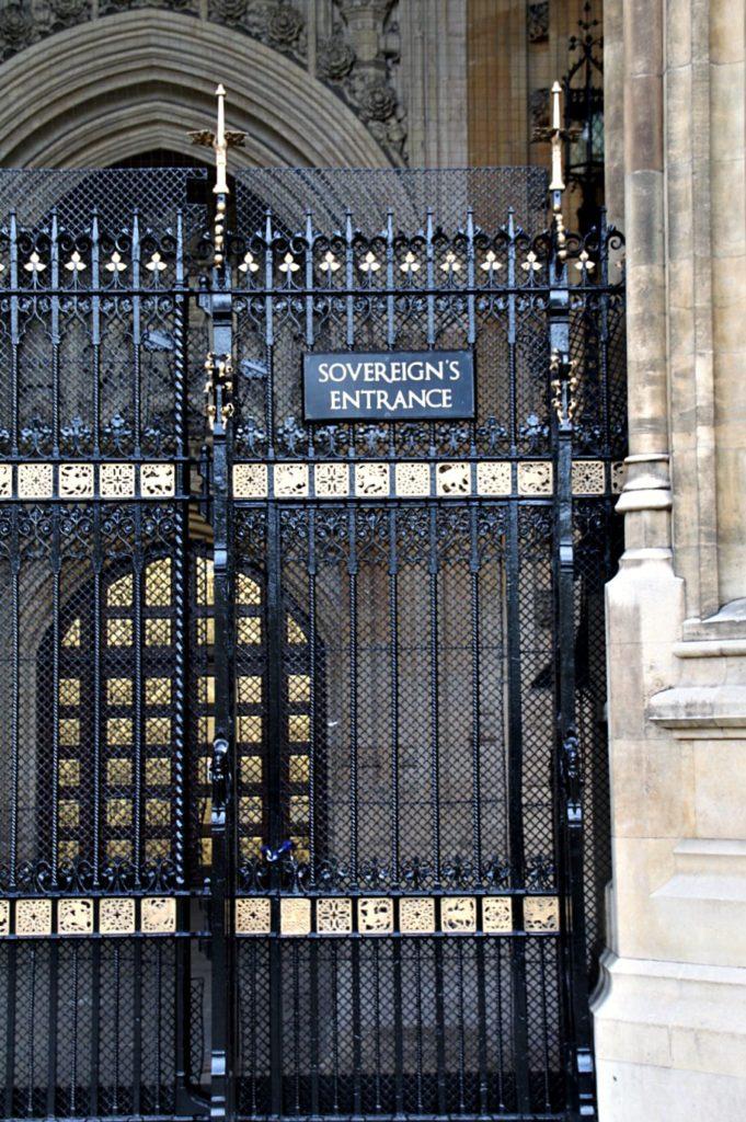"<alt img=""Sovereign's Entrance Parliament""/>"